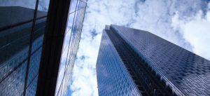Photographie d'un gratte-ciel de bureaux issue d'un article de BNP Parisbas Rel Estate : Marne-la-Vallée, un territoire attractif et durable