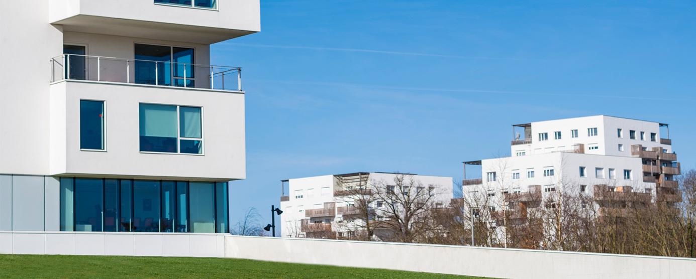 Photographie de pleins pieds de la résidence Panorama vue depuis l'immeuble Le Bienvenüe, pôle scientifique et technique Paris-Est à Marne-la-Vallée (Cité Descartes)