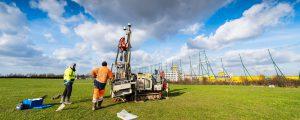 Personnel et engin de chantier sur la ZAC Marne-Europe