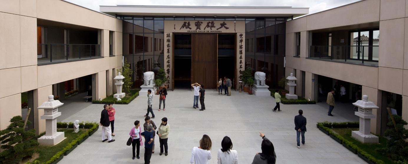 L'esplanade des religions dans l'écoquartier Le Sycomore