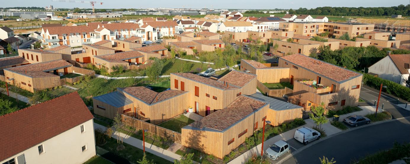 Vue aérienne en contre-plongée des opération de logement social 3F à Chanteloup-en-Brie