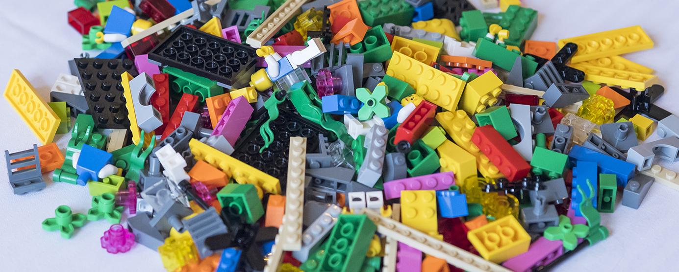 Pile de LEGOS multicolore utilisés lors du séminaire interne EPAMARNE/EPAFRANCE, à Noisiel