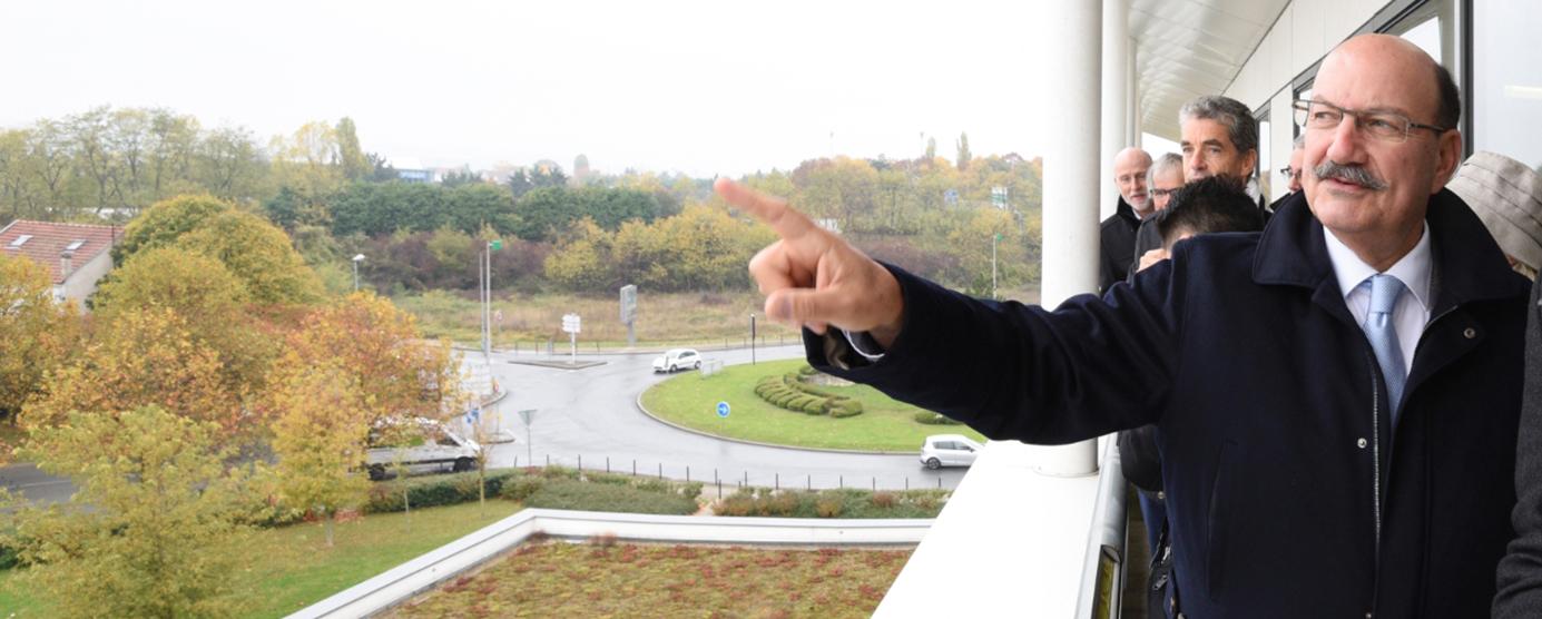 Photographie prise lors de la visite en présence de Jacques-Alain Benisti, Député-Maire de Villiers-sur-Marne
