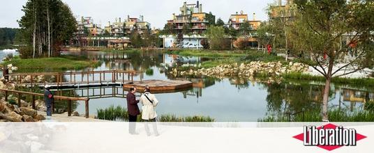 Logdes et lac de Villages Nature Paris
