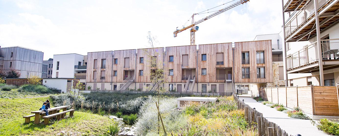 Photographie d'un logement en bois dans l'écoquartier de Montévrain