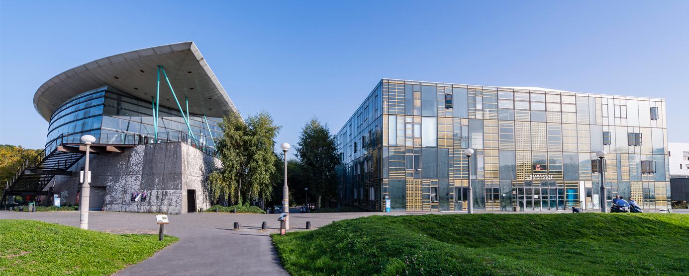 Photographie des deux bâtiments Rabelais et Lavoisier, dans le campus de la Cité Descartes