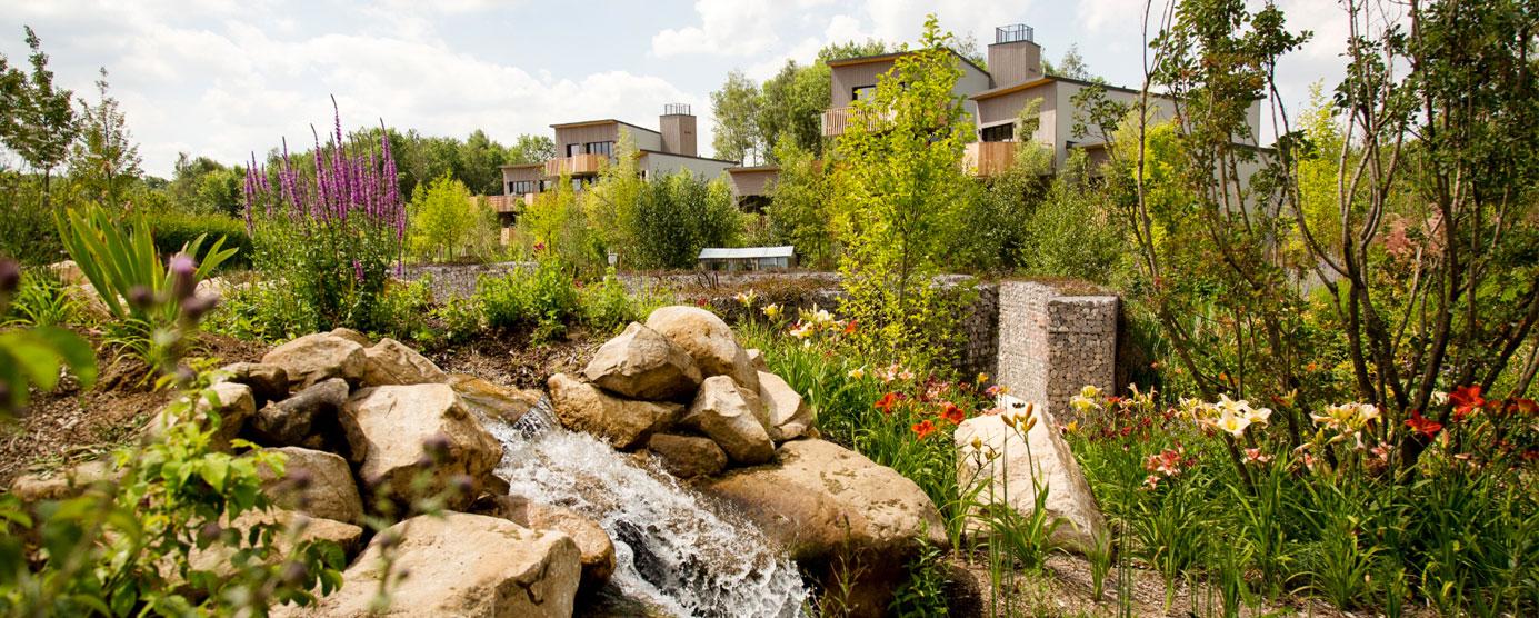 Fontaine et jardin public du centre de villégiature de Villages Nature Paris (Villeneuve-le-Comte)