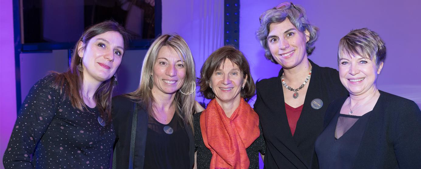 Photo d'équipe des cinq femmes en chargent de la Communication EPAMARNE/EPAFRANCE, dont le siège social se situe à Noisiel