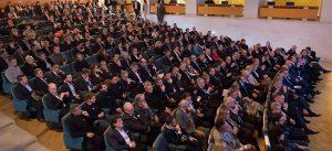 Assemblée de personnes réunies dans un auditorium à l'occasion des vœux 2018, à Noisiel