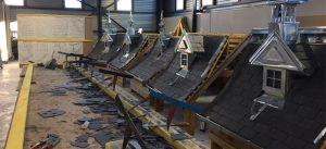 Photographie d'une atelier d'ardoises de la Maison des Compagnons du Devoir et du Tour de France, à la Cité Descartes