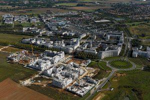 Vue aérienne du centre urbain du Val d'Europe à Serris et Chessy