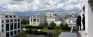 Centre urbain du Val d'Europe : vue depuis la terrasse de l'immeuble Greenwich sur son environnement bâti (des immeubles de bureaux)