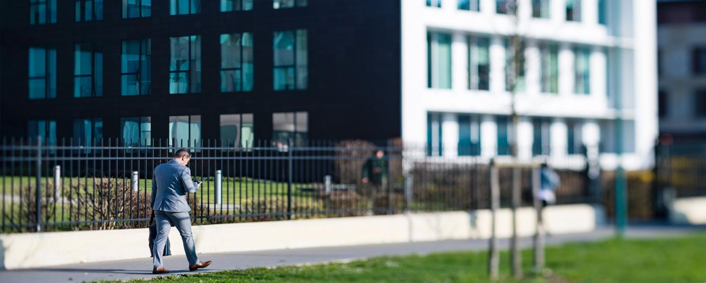 Abords de l'immeuble de bureaux Citalys, dans l'écoquartier de Montévrain.