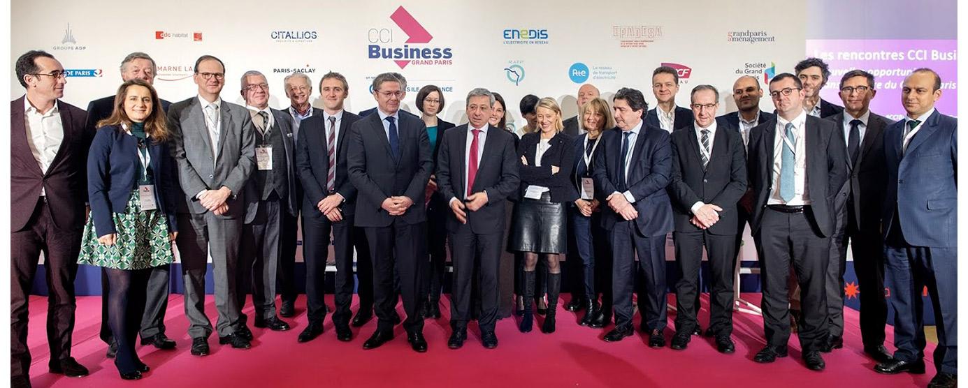 Photographie de groupe prise à l'occasion de la signature de l'accord de partenariat entre la CCI Business Grand Paris et Epamarne pour faciliter l'accès des PME/PMI aux marchés du Grand Paris