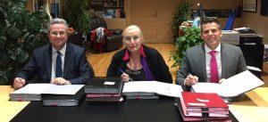 Photographie des signataires de la SPLA-IN : De gauche à droite : Yann DUBOSC en qualité de président d'EPAMARNE, Brigitte MARSIGNY, maire de Noisy-le-Grand et Jean-Baptiste REY, directeur général par intérim EPAMARNE / EPAFRANCE