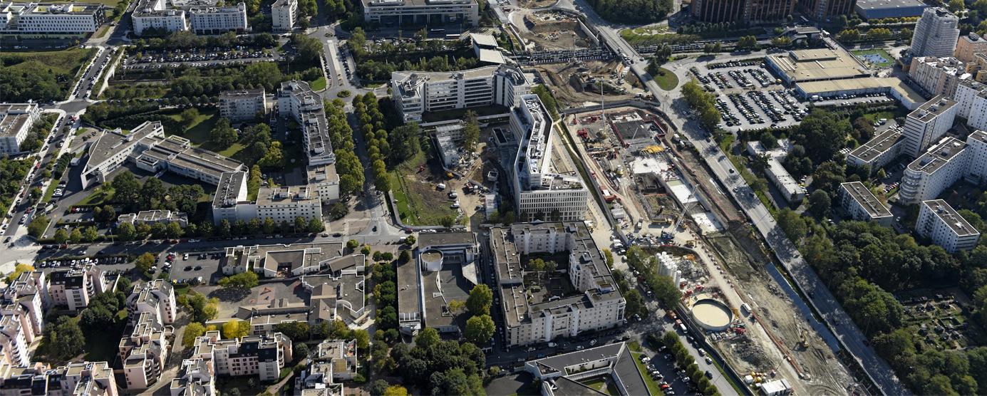 Photographie aérienne : Les Hauts de Nesles / Cité Descartes à Champs-sur-Marne à la lisière de Noisy-le-Grand : chantier de la SGP le long du boulevard du Ru de Nesles