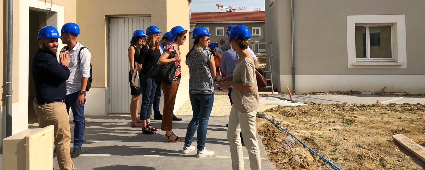 Photographie de groupe prise lors de visite de deux experts lors de la labellisation de l'écoquartier de Montévrain