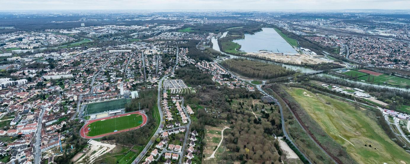 La ZAC des Coteaux de la Marne a été créée en 2009. Située au nord du territoire communal de Torcy, elle s'étend sur près de 14 hectares. Elle est incluse dans un secteur plus vaste dit « des Coteaux », au nord de la commune, en limite de la Marne et de la base de loisirs de Vaires-Torcy.